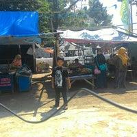 Photo taken at Makam Sunan Gunung Jati by Dede H. on 7/20/2015