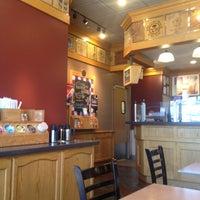 Photo taken at The Coffee Bean & Tea Leaf® by Inês B. on 5/2/2015