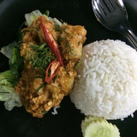 Photo taken at ร้านอาหารตามส่ัง พ่ีแหม่ม พ่ีดิศ by VASUTPOL OAT C. on 4/22/2014