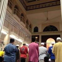 Photo taken at Masjid Al Najihin (مسجد الناجيهين) by ferdaus al adney r. on 7/11/2013