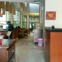 Photo taken at Pizza Hut by Hitam Putih T. on 4/20/2015
