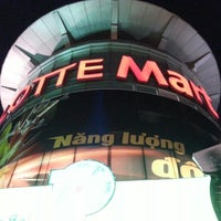 Photo taken at Lotte Mart by 김 상범 (. on 11/2/2012