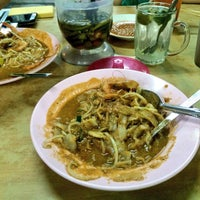 Photo taken at Char Kuey Teow Al-Karia by Norsuhada I. on 8/20/2016