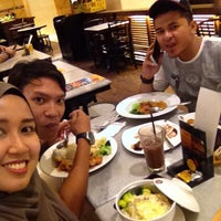 Photo taken at OldTown White Coffee by Maizatul N. on 11/9/2016