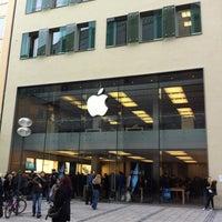 Das Foto wurde bei Apple Store, Rosenstraße von ytomoko am 10/15/2012 aufgenommen