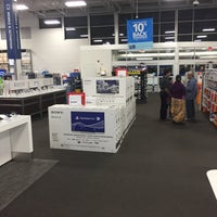 Photo taken at Best Buy by Albie H. on 10/5/2016