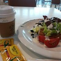 Photo taken at The Coffee Bean & Tea Leaf by Ichwan H. on 8/11/2014