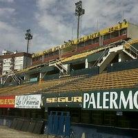 Photo taken at Estadio Don León Kolbowski - Club Atlético Atlanta by Pepe G. on 3/19/2014
