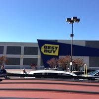 Photo taken at Best Buy by Xi on 10/20/2012