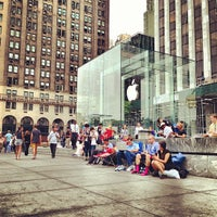 Photo taken at Apple Store, Fifth Avenue by Hugo G. on 9/10/2013