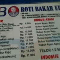 Photo taken at Roti Bakar Eddy by Daniel H. on 3/12/2013