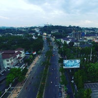 Photo taken at Jalan Pahlawan by Conveksi S. on 8/20/2016
