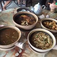 Photo taken at Kiang Kee Bak Kut Teh 强记肉骨茶 by Francis C. on 6/5/2016