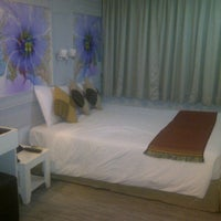 Photo taken at Pratunam City Inn by Franz W. on 11/2/2013