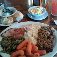 Photo taken at Cracker Barrel Old Country Store by Stephen L. on 3/3/2013
