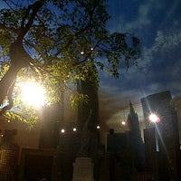 Photo taken at Planet Hollywood Restaurant & Bar by fadila b. on 4/7/2012