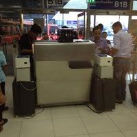 Photo taken at Gate B1B by Apiwat on 7/20/2012
