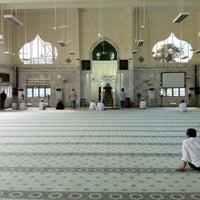 Photo taken at Masjid Telipot (مسجد تليڤوت) by Nik Rizal .. on 3/20/2012