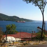Photo taken at Telli Çay Bahçesi by Kerem B. on 8/26/2012