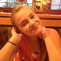 Photo taken at Red Robin Gourmet Burgers by Leslie K. on 6/27/2014