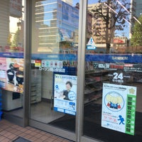 Photo taken at ローソン 岡山駅前店 by しらきち @. on 9/26/2016