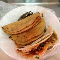Photo taken at Tacos El Güero Transito by Jaen L. on 11/10/2012