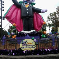 Photo taken at Sesame Place by Darius E. on 10/27/2012