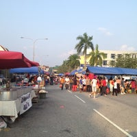 Photo taken at Pasar Malam TTDI by Jazlan A. on 9/2/2012