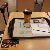 Photo taken at 麦当劳 McDonald's by Seungman H. on 10/24/2012