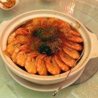 Photo taken at Restoran Pekin 北京楼 by Sean N. on 3/7/2013