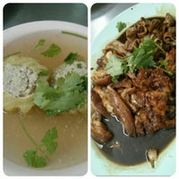Photo taken at ขาหมูฮ่องเต้ by Theerapong P. on 7/31/2014