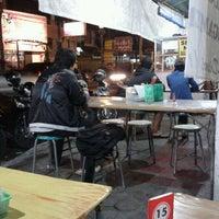 Photo taken at Mie Jakarta Pak Thoyonk by Theresia V. on 2/21/2013