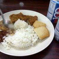 Photo taken at Fong Seng Fast Food Nasi Lemak by Farah S. on 3/12/2013