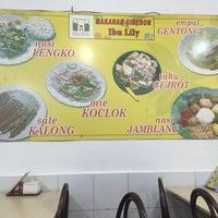 Photo taken at Bakmi Lung Kee by Linda S. on 9/19/2016
