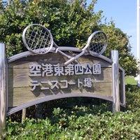 Photo taken at 空港東第四公園 テニスコート場 by kei16m on 8/12/2016