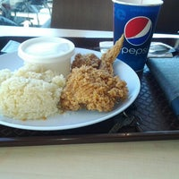 Photo taken at KFC by Lock 5. on 6/13/2014