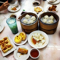 Photo taken at Swee Choon Tim Sum Restaurant by Minming L. on 10/5/2012