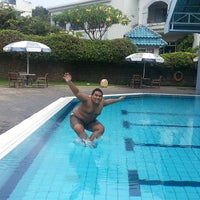 Photo taken at ATLANTIS swimming pool by Irving G. on 7/24/2013