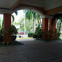 Photo taken at Embassy Suites by vlad m. on 12/16/2012