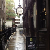 Photo taken at Ye Olde Cheshire Cheese by Kitty 1. on 10/27/2012