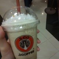 Photo taken at J.Co Donuts & Coffee by Felicia T. on 8/15/2014