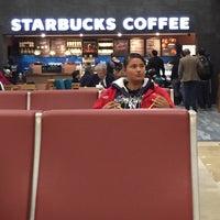 Photo taken at Starbucks by Claudio R. on 2/17/2017