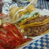 Photo taken at Tacos Palomo by José Eduardo Z. on 10/10/2016