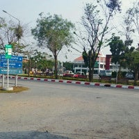 Photo taken at ท่ารถตู้มธ.รังสิต - อนุสาวรีย์ฯ/ฟิวเจอร์ฯ (TU-Future Park Rangsit/Victory Monument Van Stop) by Pubate K. on 2/20/2016