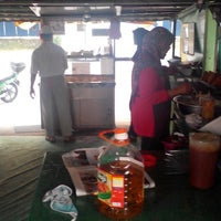Photo taken at popia kak raja by Kenny W. on 2/26/2014