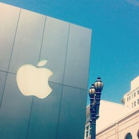Photo taken at Apple Union Square by Jordi V. on 5/11/2013