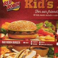 Photo taken at Red Robin Gourmet Burgers by Evelyn R. on 1/3/2015