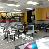 Photo taken at Taco Bell by Vincent L. on 8/20/2014