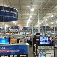 Photo taken at Best Buy by Chris R. on 11/11/2012