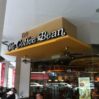Photo taken at The Coffee Bean & Tea Leaf by Shahzreen on 3/4/2012